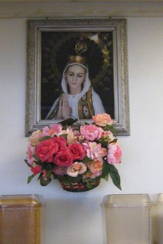 Madonna with flowers at Betos